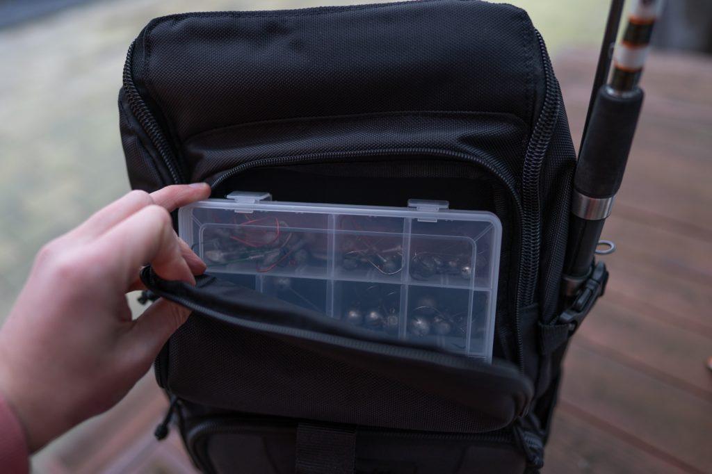 Gamakatsu Back Pack Angelrucksack - Vorderes Fach mit Platz für kleine Tacklebox