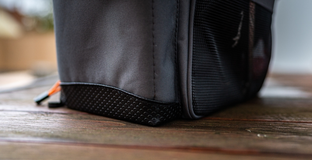 Savage Gear Lure Specialist Angeltasche - Unterseite ist vor Wasser geschützt