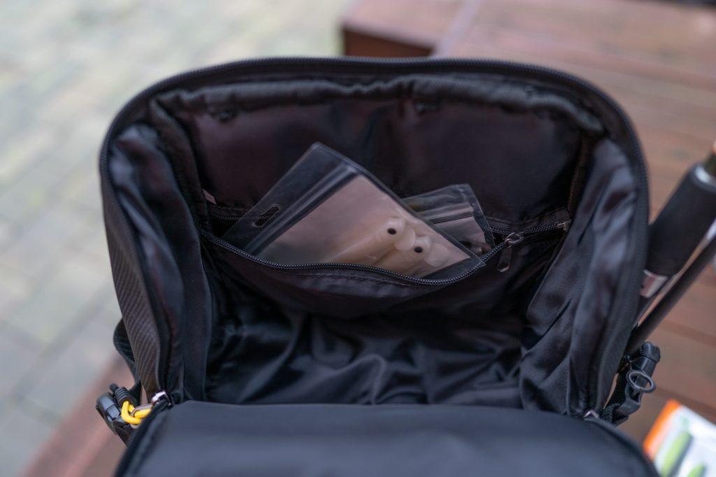 Spro Back Pack Angelrucksack - Kleineres Fach in der oberen Tasche