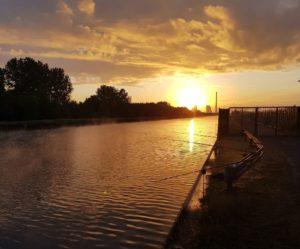 Angeln in Nordrhein-Westfalen im Sonnenuntergang