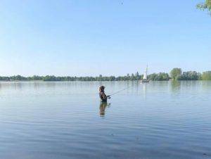 Angeln in Nordrhein-Westfalen - Mit der Wathose im Wisseler See