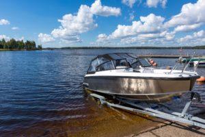 Bootsversicherung: Schäden beim Wässern des Bootes sind abgedeckt